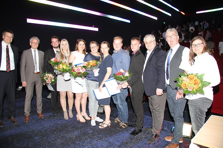 Die Prüfungsbesten und ihre Gratulanten (v.l.): Börje Horn, DEHOGA-Präsident Detlef Pauls, Thomas Schlüter, Joachim Himmelskamp und Tanja Helmbold.
