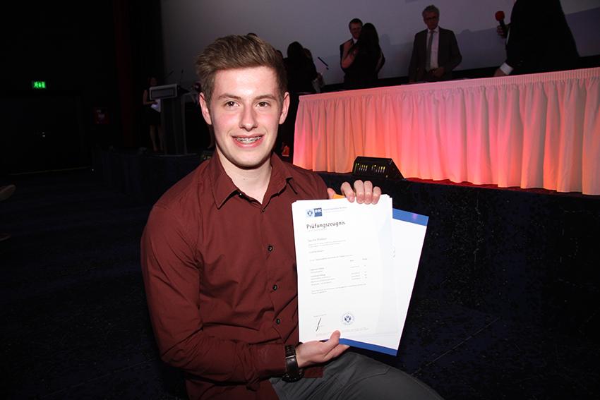 Erst gewann er den Wettbewerb Papillon d'Or Jeunesse, jetzt bestand er seine Prüfung als Hotelfachmann: Sascha Madaus, der im Landgut Horn lernte.